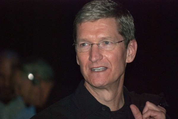 tim_cook_after_macworld_expo_2009_keynote-600x401